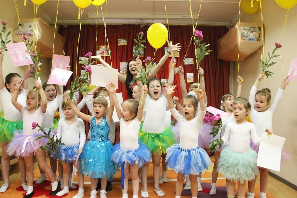 Вручение дипломов в детском центре Уголок