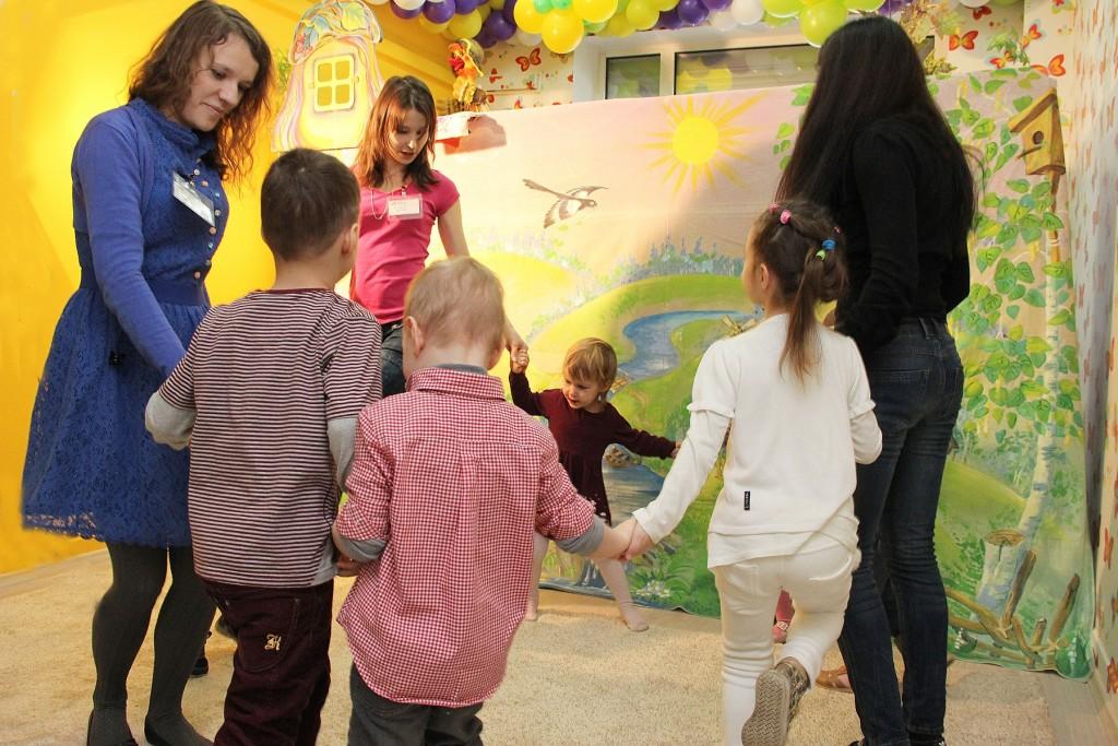 как найти преподавателя в детский центр