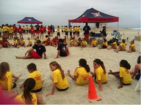 Разминка в школе юных спасателей в Калифорнии