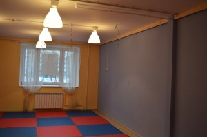 Зал в детском клубе после ремонта
