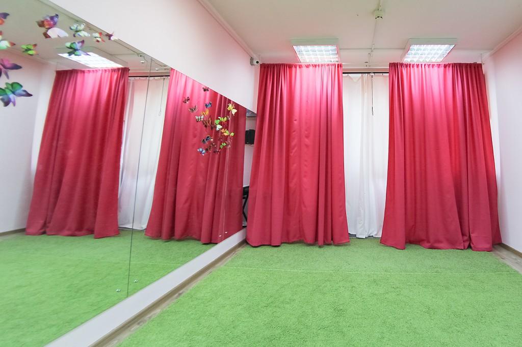 Танцевальный зал в детском клубе