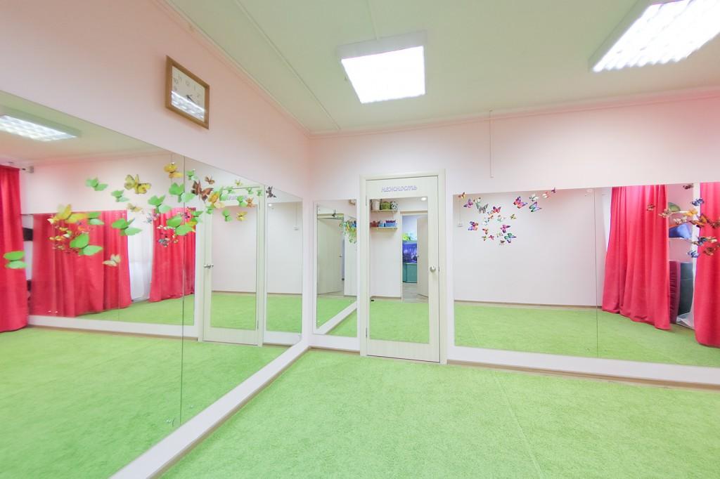 Большой зал в детском клубе