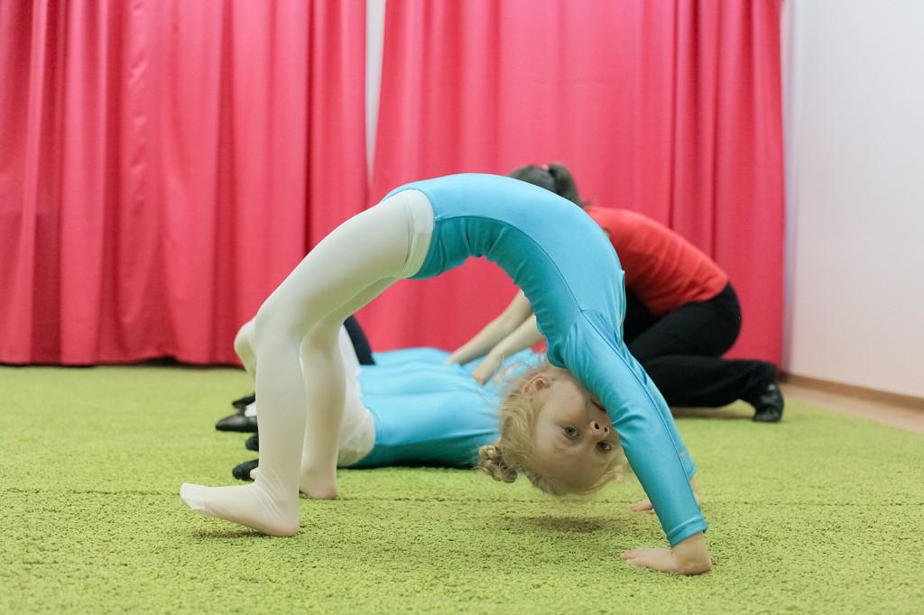 Молодая гимнастка