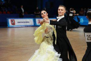 Дмитрий Сергунин танцует