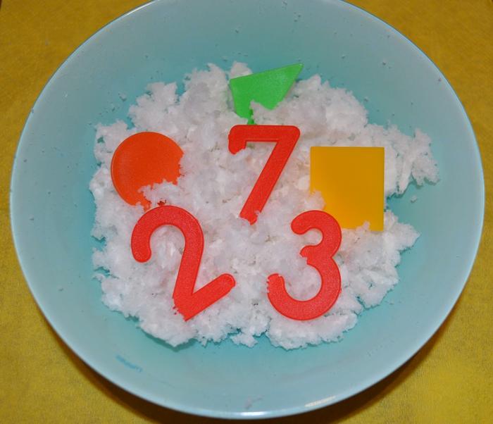 «Снег» из подгузников и «мороженое» из пены для бритья