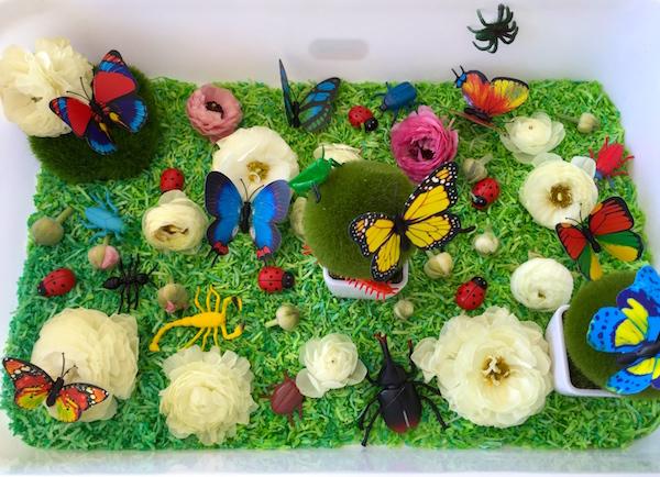 Сенсорный стол как поляна с насекомыми - для развития детей
