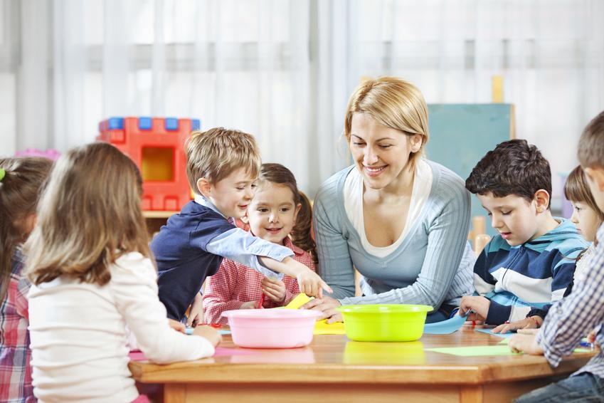 Воспитатель в частном детском саду