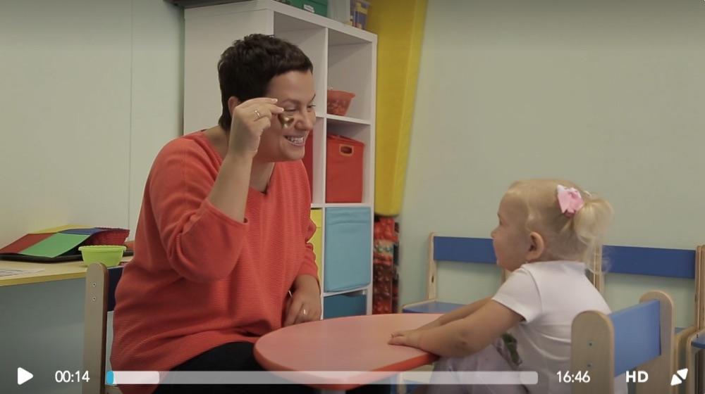 Видео-занятие Анны Новик с ребенком