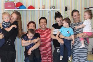 Родители в детском центре
