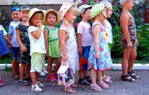 очередь из клиентов детского центра
