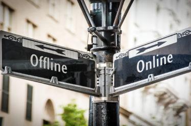 Онлайн или офлайн детский центр